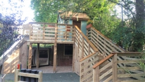 School grounds design using natural outdoor play structure treehouse for school grounds